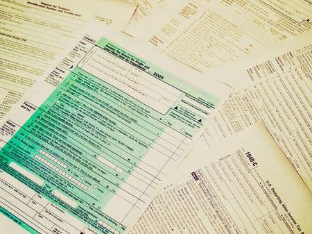 Weinlese, die Reihe von verschiedenen leer USA Steuer-Formulare