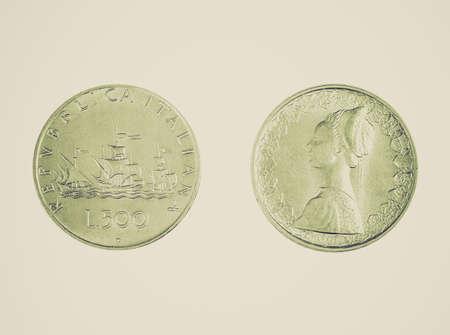 pinta: Vintage looking Italian 500 Lire coin with Cristopher Columbus fleet of three caravels Nina Pinta and Santa Maria ships Stock Photo
