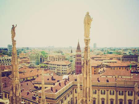 looking at view: Vintage guardando Veduta della citt� di Milano, Milano in Italia