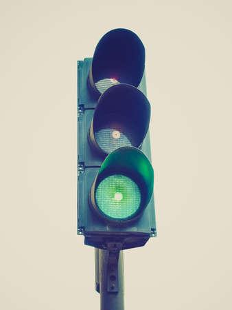 señal de transito: Vintage looking luz verde del semáforo de tráfico aislados sobre fondo blanco Foto de archivo