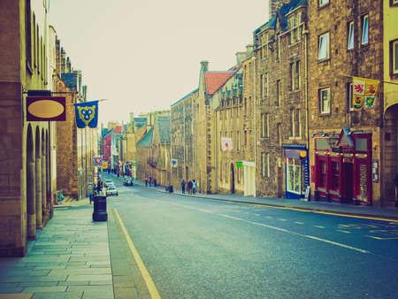 looking at view: Vintage guardando Vista della citt� di Edimburgo in Scozia