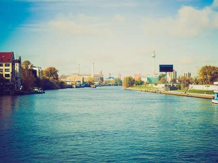 looking at view: Vintage guardando Vista della citt� di Berlino in Germania