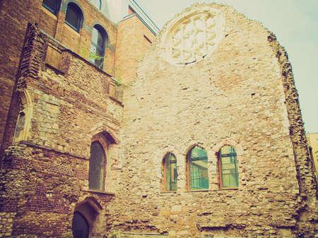 winchester: Vintage guardando le rovine medievali di Vescovi di Winchester Palace, Londra, Regno Unito