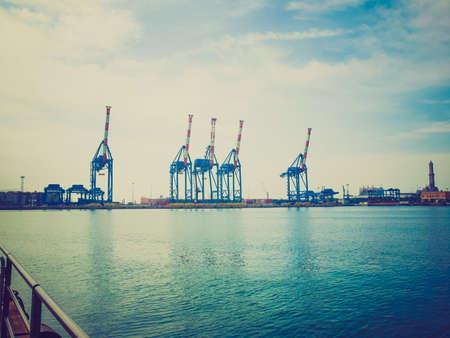 looking at view: Vintage guardando Veduta del porto di Genova in Italia