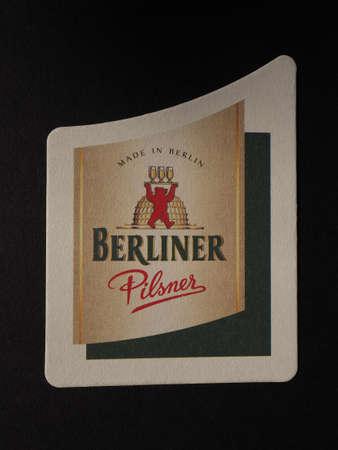 pilsner: BERL�N, ALEMANIA - 11 de diciembre 2014: Beermat de cerveza alemana Berliner Pilsner Editorial