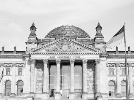 Reichstag deutschen Häusern des Parlaments in Berlin Deutschland in schwarz-weiß Standard-Bild - 35074272