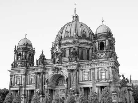 dom: Berliner Dom, cath�drale, �glise � Berlin en Allemagne en noir et blanc Banque d'images