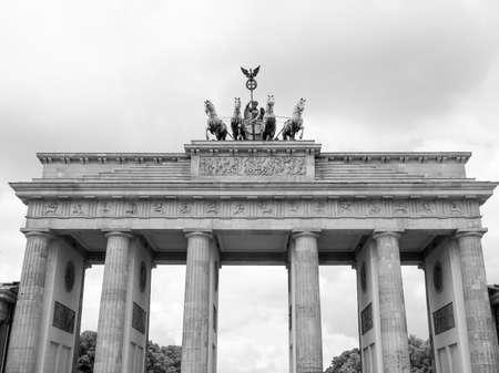 brandenburger tor: Brandenburger Tor Brandenburg Gate famous landmark in Berlin Germany in black and white
