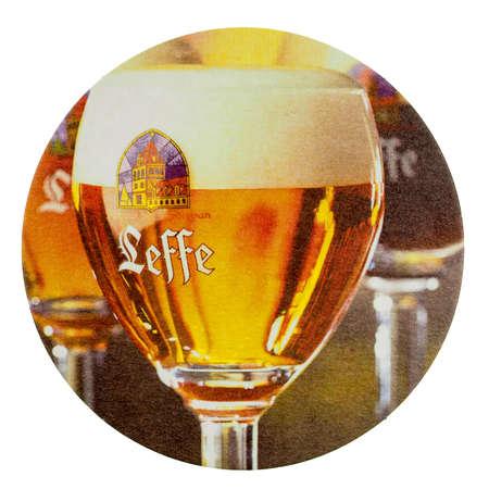 BRUSSEL, BELGIË - 15 maart 2015: Bierviltje van Belgisch bier Leffe geïsoleerd over witte achtergrond Stockfoto - 37658928