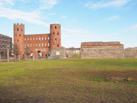 パラティーノ タワーズ ポルト パラティーノ遺跡古代ローマの町ゲートとトリノの壁