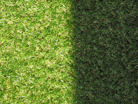 pasto sintetico: Verde artificial césped sintético prado textura útil como fondo - lugar soleado y sombra