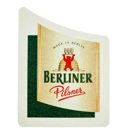 pilsner: BERL�N, ALEMANIA - 15 de marzo 2015: Beermat de cerveza alemana Berliner Pilsner aislado m�s de fondo blanco