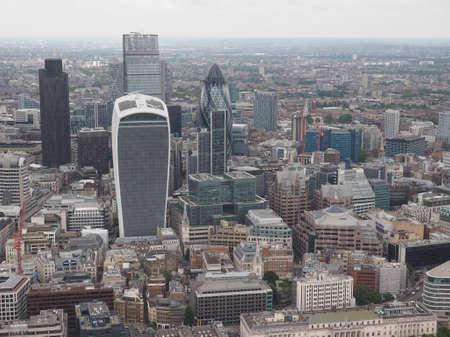 aerial: Vista aérea de la ciudad de Londres, Reino Unido