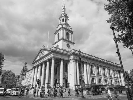 saint martin: LONDON, UK - JUNE 09, 2015: Tourists in front of the Church of Saint Martin in the Fields in Trafalgar Square in black and white Editorial