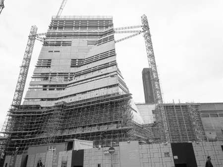 powerstation: LONDON, UK - JUNE 10, 2015: Extension to the Tate Modern art gallery in South Bank powerstation designed by Swiss architects Herzog and De Meuron in black and white Editorial