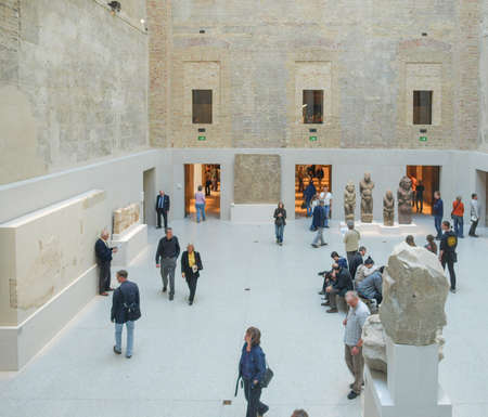 neues: BERLIN, GERMANY - CIRCA APRIL, 2010: Tourists visiting the Neues Museum meaning New Museum designed by British architect David Chipperfield Editorial