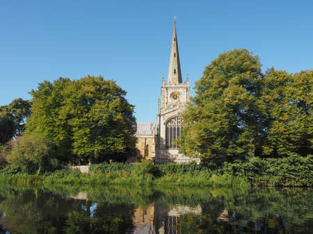 stratford upon avon: Holy Trinity church seen from River Avon in Stratford upon Avon, UK
