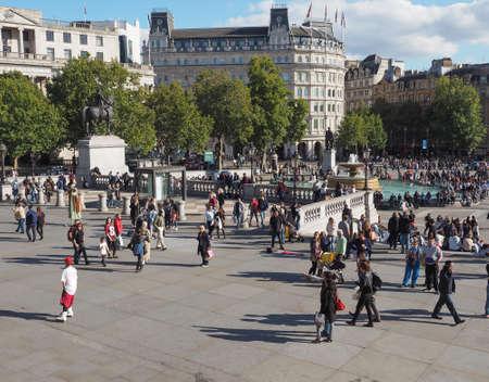 trafalgar: LONDON, UK - SEPTEMBER 27, 2015: Tourists in Trafalgar Square