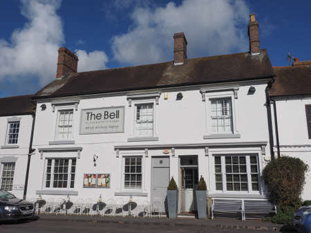 arden: TANWORTH IN ARDEN, UK - SEPTEMBER 25, 2015: The Village Green with The Bell pub