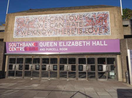 banco mundial: LONDRES, Reino Unido - 28 de septiembre, 2015: Queen Elizabeth Hall y la Purcell Room obra maestra ic�nica del nuevo brutalismo y la m�sica de clase mundial parte sede del South Bank Centre
