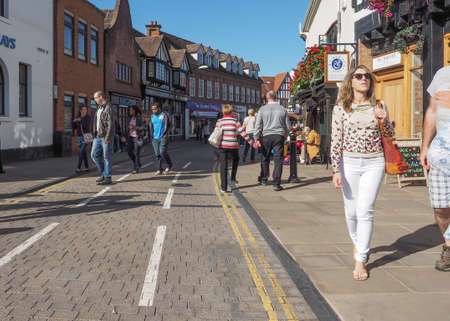 stratford upon avon: STRATFORD UPON AVON, UK - SEPTEMBER 26, 2015: Tourists visiting the city of Stratford, birthplace of William Shakespeare
