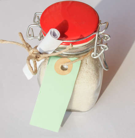 sal: Jar of Bath salts crystalline substance to soften or perfume bath water, with blank tag Foto de archivo