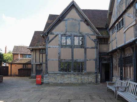william shakespeare: STRATFORD UPON AVON, UK - SEPTEMBER 26, 2015: William Shakespeare birthplace