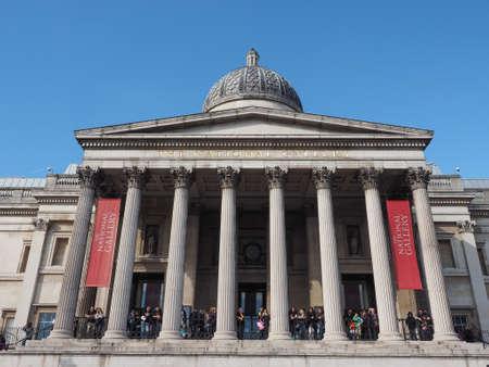 trafalgar: LONDON, UK - SEPTEMBER 27, 2015: Tourists in Trafalgar Square in front of the National Gallery