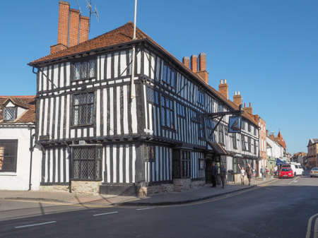 stratford upon avon: STRATFORD UPON AVON, UK - SEPTEMBER 26, 2015: View of the city of Stratford birthplace of Shakespeare Editorial