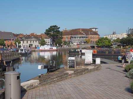 stratford upon avon: Canal lock gate in Stratford upon Avon, UK