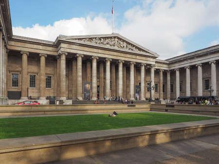 british museum: LONDON, UK - SEPTEMBER 28, 2015: Tourists visiting the British Museum