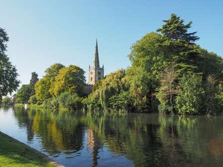 avon: Holy Trinity church seen from River Avon in Stratford upon Avon, UK
