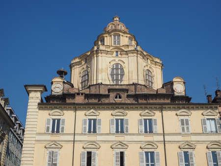 iglesia: La iglesia de San Lorenzo en Turín, Italia Foto de archivo