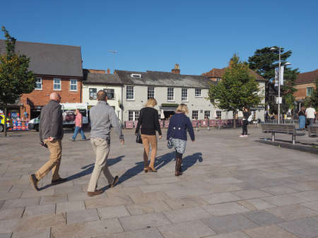 stratford upon avon: STRATFORD UPON AVON, UK - SEPTEMBER 26, 2015: Tourists visiting the city of Straford, birthplace of Shakespeare