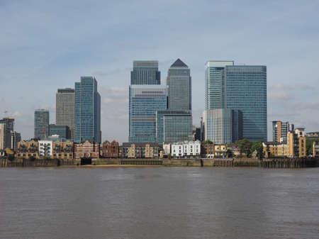 greenwich: The Canary Wharf business centre in London, UK seen from Greenwich