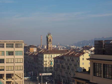 TORINO, ITALIA - 16 dicembre 2015: Vista aerea del quartiere Lingotto Editoriali