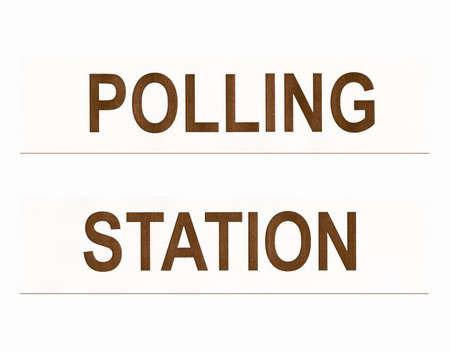 encuestando: Lugar de votación estación para los votantes a emitir su voto en las elecciones - aislada sobre fondo blanco de la vendimia Foto de archivo