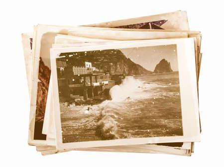 Mucchio di vecchie fotografie isolato su vintage Archivio Fotografico