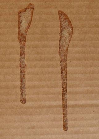 pegamento: cart�n corrugado marr�n con pegamento Foto de archivo