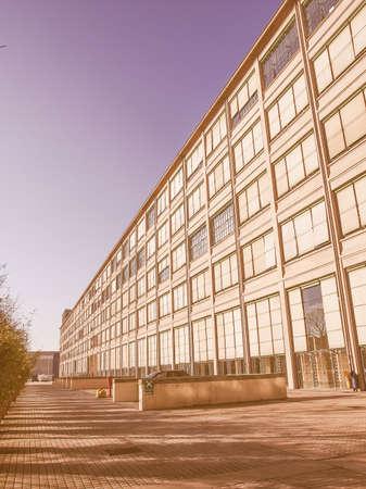 TORINO, ITALIA - 24 gennaio 2014: La fabbrica di automobili della Fiat Lingotto progettato da Trucco nel 1916 è stata la più grande fabbrica di auto al momento e ospita ancora il centro direzionale di Fiat e di un complesso espositivo d'epoca