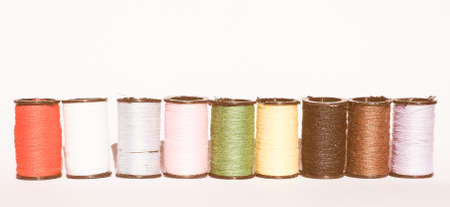 kit de costura: Travel sewing kit including thread spools of many different colours vintage Foto de archivo