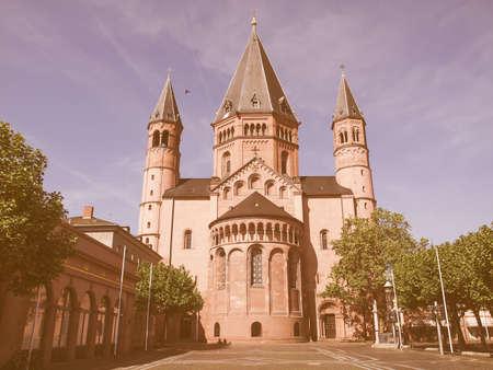 dom: cathédrale Mainzer Dom à Mayence en Allemagne cru