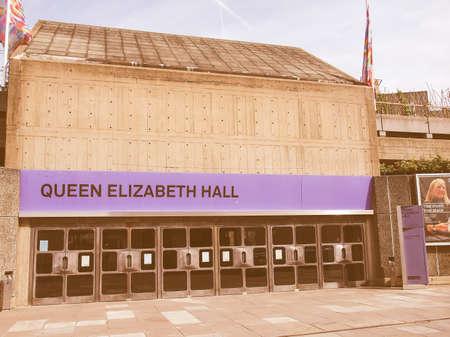 banco mundial: LONDRES, INGLATERRA, Reino Unido - 10 de septiembre de 2012: Queen Elizabeth Hall maestra icónica del nuevo brutalismo y la música de clase mundial lugar parte de la cosecha South Bank Centre Editorial