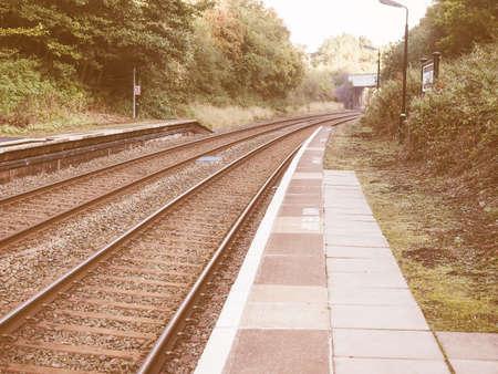 ferrocarril: Las v�as del tren de ferrocarril para el transporte p�blico de tren de la vendimia