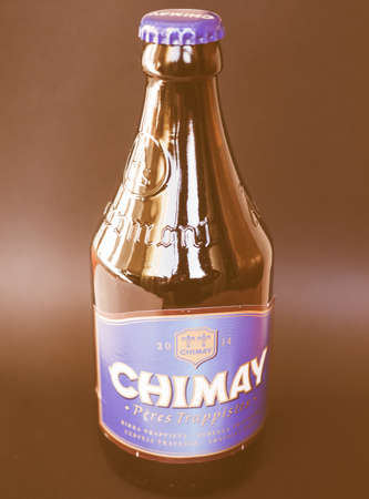 belgien: BRUSSELS, BELGIUM - JANUARY 6, 2015: Bottle of Belgian trappist beer Chimay Blue vintage Editorial