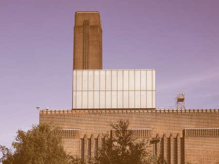 powerstation: LONDON, UK - SEPTEMBER 28, 2015: Tate Modern art gallery in South Bank powerstation vintage Editorial