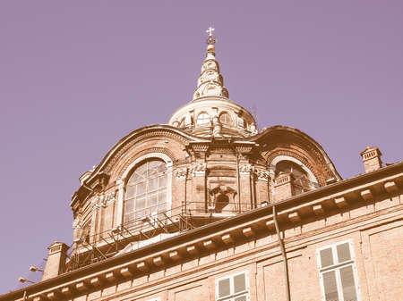 cappella: Cappella della Sindone (S�bana Santa Capilla) en Tur�n, Italia de la vendimia Foto de archivo