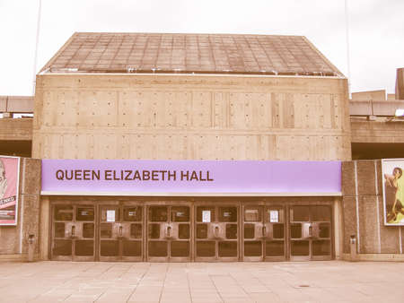 banco mundial: LONDON, ENGLAND, UK - MARCH 06, 2008: Queen Elizabeth Hall iconic masterpiece of the New Brutalism and world class music venue part of the South Bank Centre vintage Editorial