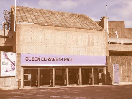 banco mundial: LONDRES, INGLATERRA, Reino Unido - 27 de septiembre de 2011: Queen Elizabeth Hall maestra icónica del nuevo brutalismo y la música de clase mundial lugar parte de la cosecha South Bank Centre