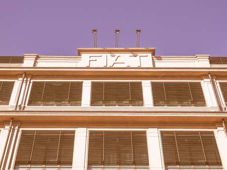 TORINO, ITALIA - 24 GENNAIO 2014: La fabbrica di automobili di Fiat Lingotto progettata da Trucco nel 1916 era la più grande fabbrica automobilistica al momento e ospita ancora il centro direzionale Fiat e un complesso di mostre vintage